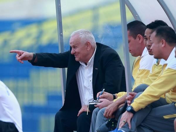 """Bóng đá Việt Nam 18/1: HLV Petrovic """"chê"""" trình độ cầu thủ Thanh Hóa"""