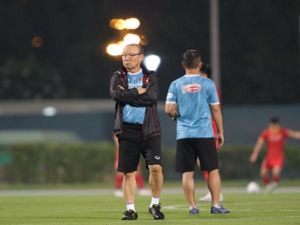 Bóng đá Việt Nam tối 1/6: HLV Park đón 'cầu thủ thứ 12' tại UAE